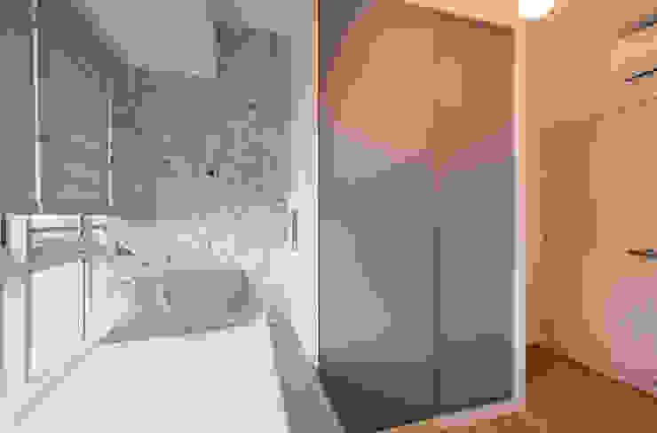 Modern comtemporary Modern style bedroom by Meter Square Pte Ltd Modern Wood Wood effect