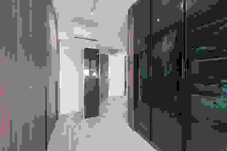 Blue Scandinavian Meter Square Pte Ltd Scandinavian style dressing room Wood White