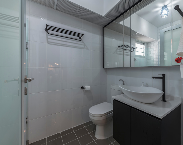 Nordic-Inspired Modern bathroom by Meter Square Pte Ltd Modern Tiles