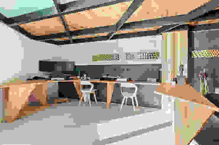 Loft Stile Industriale Studio in stile industriale di Dr-Z Architects Industrial