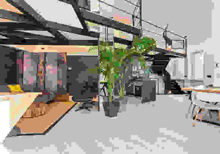 Loft Stile Industriale Soggiorno in stile industriale di Dr-Z Architects Industrial