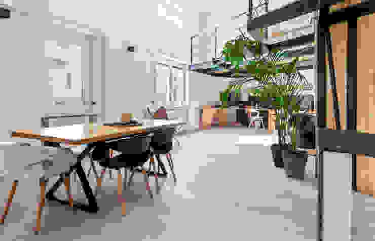 Loft Stile Industriale Sala da pranzo in stile industriale di Dr-Z Architects Industrial