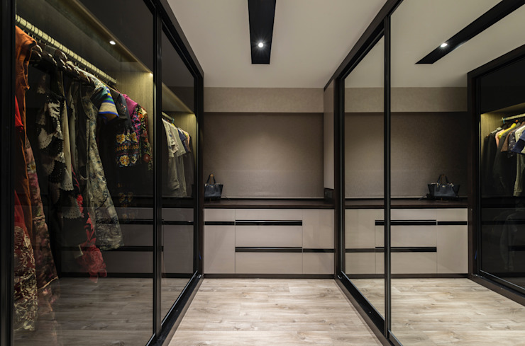 Modern Indochine Meter Square Pte Ltd Modern dressing room Tiles Brown