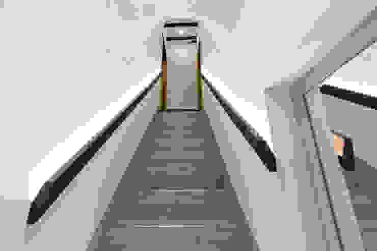 Scala - prima rampa di Dr-Z Architects Moderno