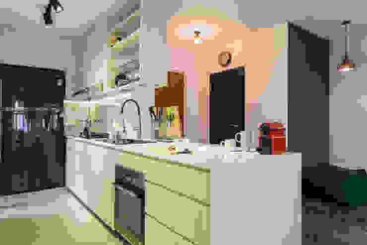 Botanic Chic Modern kitchen by Meter Square Pte Ltd Modern Concrete