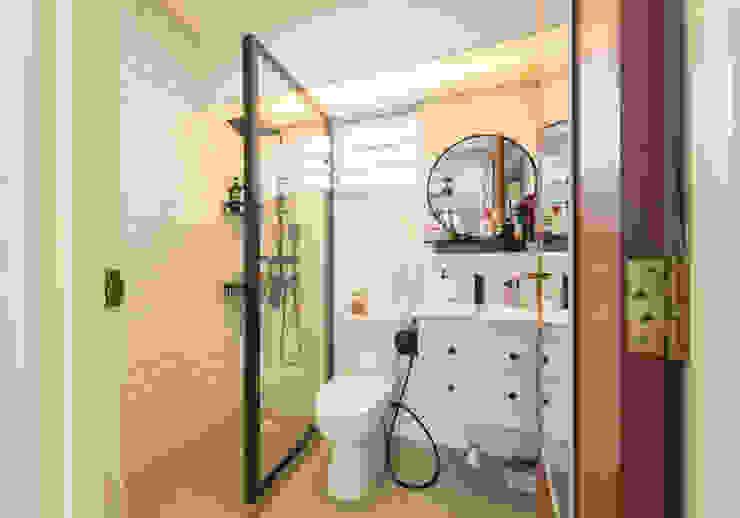 Botanic Chic Modern bathroom by Meter Square Pte Ltd Modern Tiles