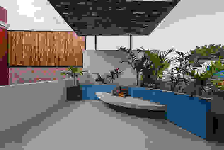 Hiên, sân thượng phong cách hiện đại bởi Taller Estilo Arquitectura Hiện đại Bê tông