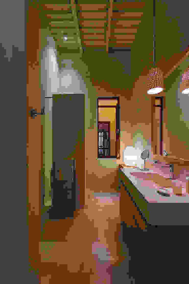 Taller Estilo Arquitectura モダンスタイルの お風呂