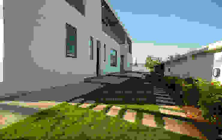 Landscape design Offcentered Architects Minimalist style garden