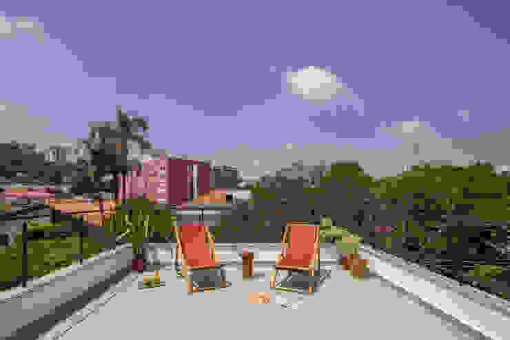 INÁ Arquitetura Balcones y terrazas de estilo moderno