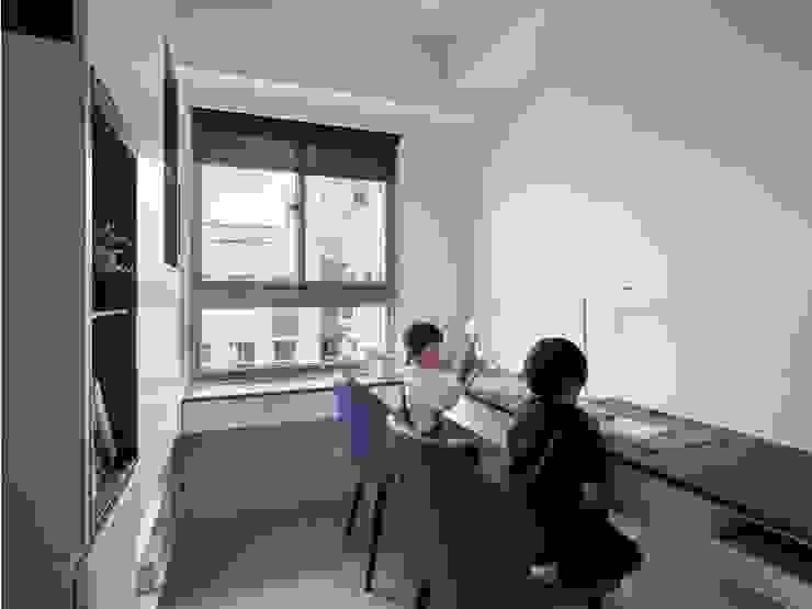 書房 根據 FEELING室內設計 簡約風
