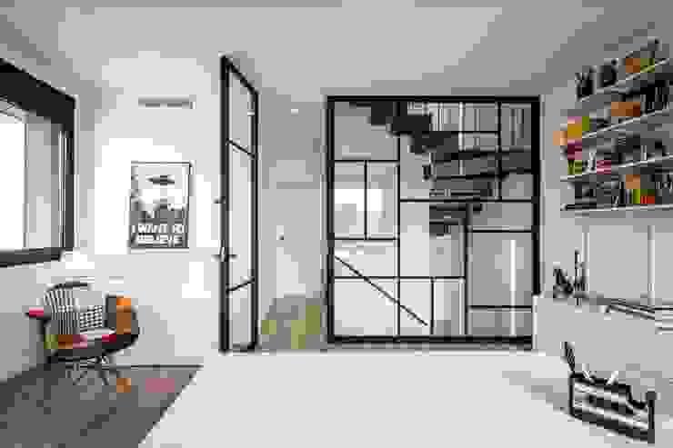 Phòng học/văn phòng phong cách hiện đại bởi 08023 Architects Hiện đại Gỗ Wood effect