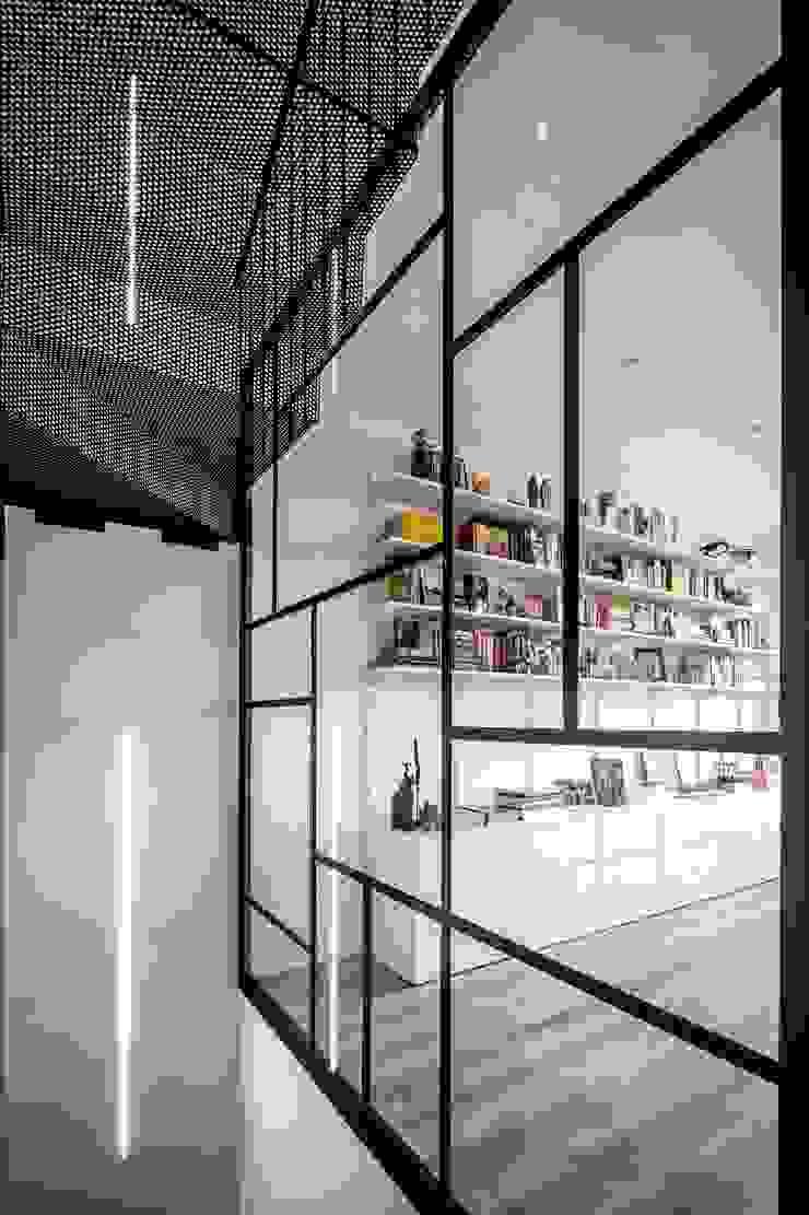 Phòng học/văn phòng phong cách hiện đại bởi 08023 Architects Hiện đại Ly