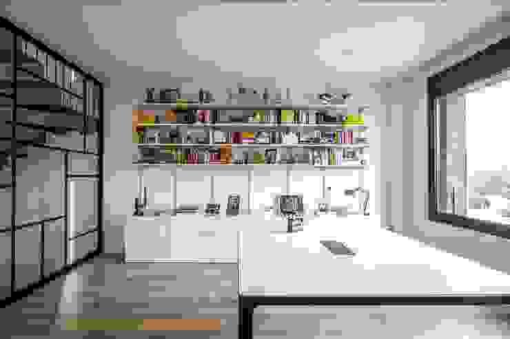 Phòng học/văn phòng phong cách hiện đại bởi 08023 Architects Hiện đại