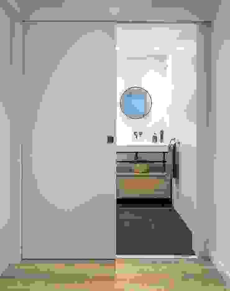 Hành lang, sảnh & cầu thang phong cách hiện đại bởi 08023 Architects Hiện đại