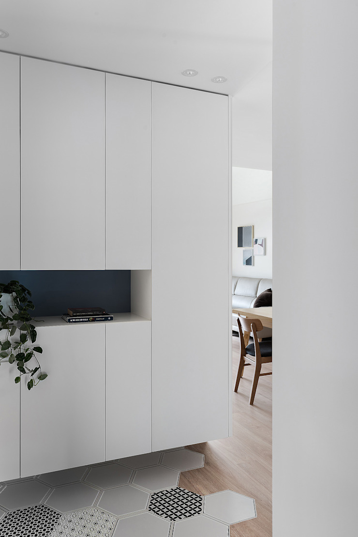 Miji Island 現代風玄關、走廊與階梯 根據 知域設計 現代風