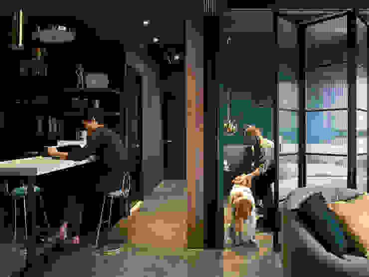 漢玥室內設計 Ingresso, Corridoio & Scale in stile moderno Effetto legno