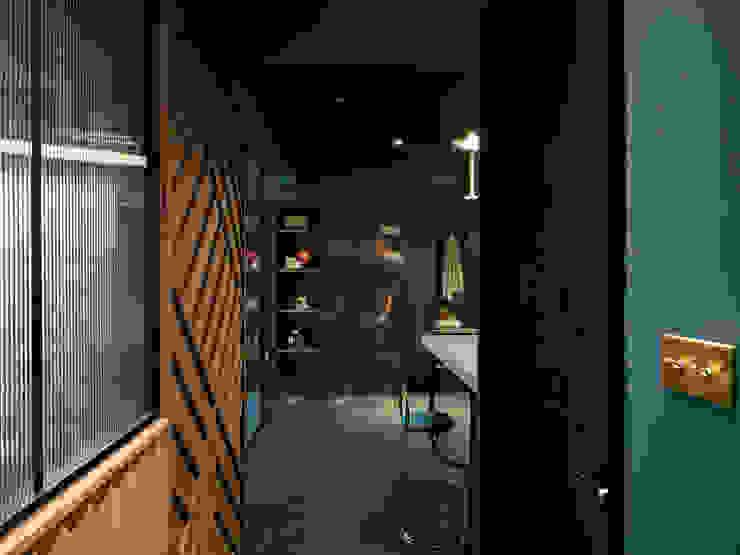 漢玥室內設計 Sala da pranzo moderna Marrone