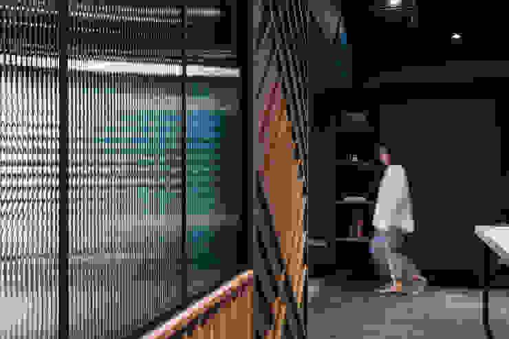 漢玥室內設計 Finestre & PorteBastoni per tende & Accessori Variopinto