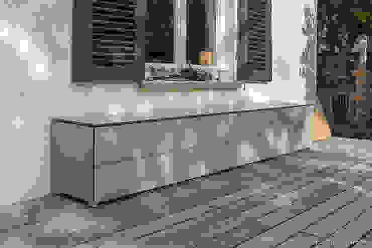 Gartenschränke für jede Jahreszeit design@garten - Alfred Hart - Design Gartenhaus und Balkonschraenke aus Augsburg Balkon Holz-Kunststoff-Verbund Beige