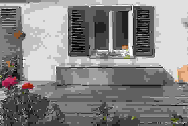 design@garten - Alfred Hart - Design Gartenhaus und Balkonschraenke aus Augsburg ระเบียง ไม้ผสมพลาสติก Beige