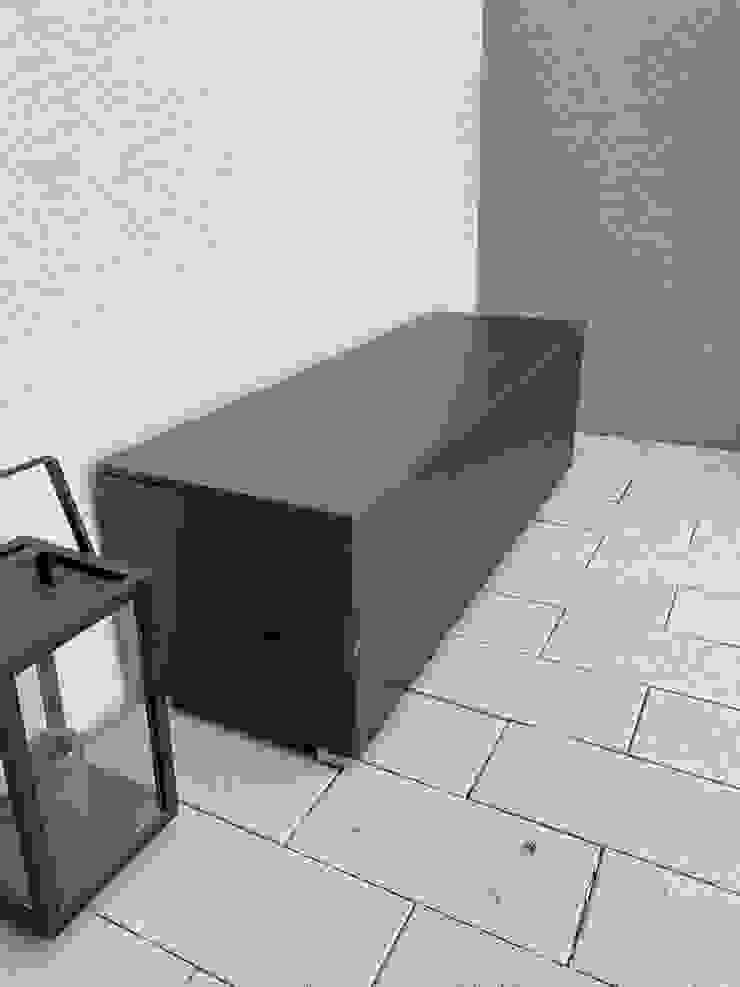 design@garten - Alfred Hart - Design Gartenhaus und Balkonschraenke aus Augsburg ระเบียง, นอกชาน ไม้ผสมพลาสติก Metallic/Silver
