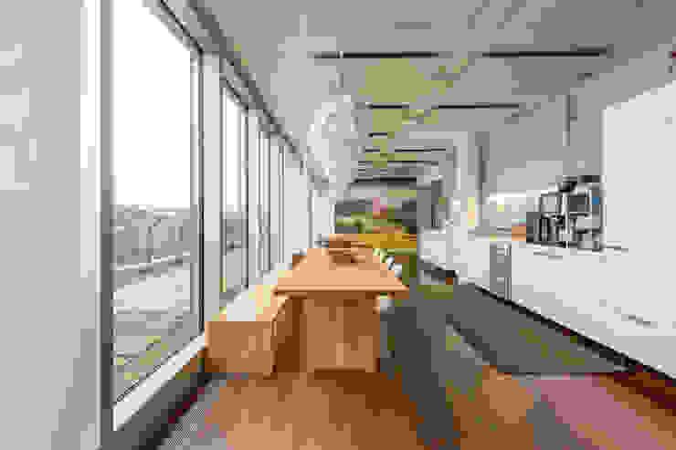 Studio Vale Espaces de bureaux modernes Bois massif Bleu