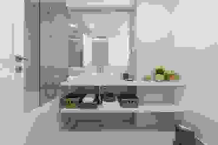 Casa de banho Origem Arquitectos Casas de banho modernas Cerâmica Branco