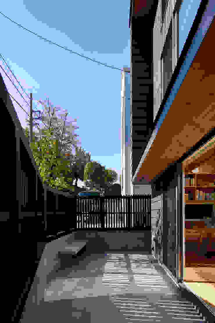 HAN環境・建築設計事務所 Modern terrace Tiles Grey