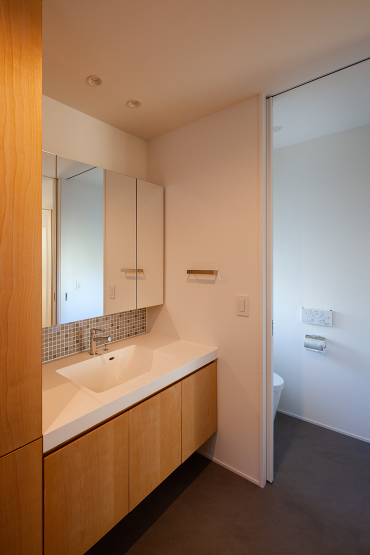 HAN環境・建築設計事務所 Modern bathroom Wood effect
