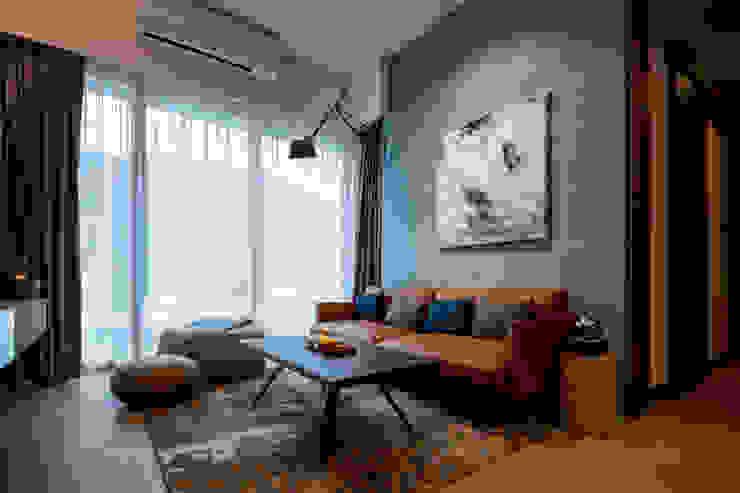 香港清水灣道傲瀧 现代客厅設計點子、靈感 & 圖片 根據 STYLE Design & Project Ltd. 現代風 合板