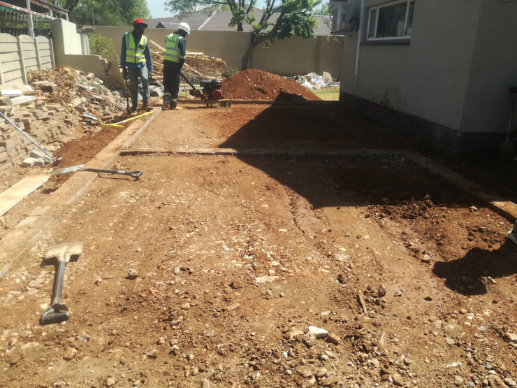 Back filling and Ground Complication Afrisom Projects Pty Ltd Modern style bedroom