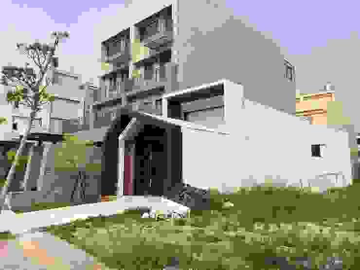 台中市清水區住店新建工程 根據 森然建築師事務所 現代風 水泥