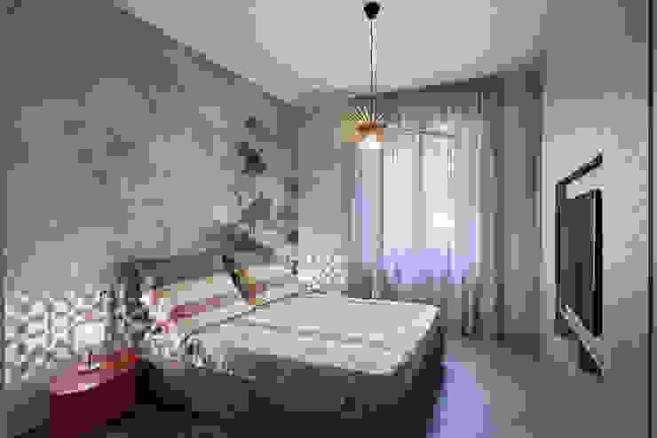 Camera con carta da parati HABITAT arredamenti by Roncucci srl Camera da letto moderna Beige
