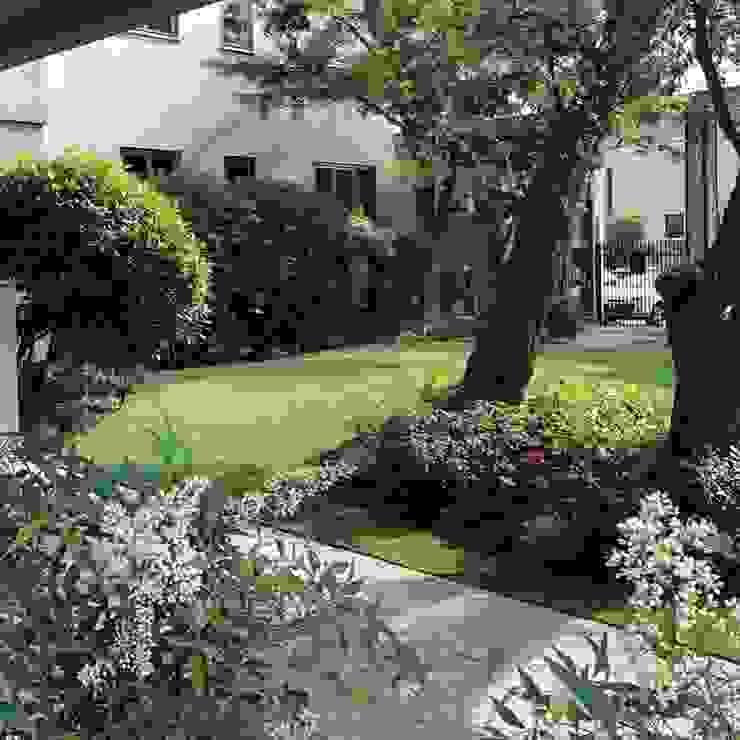 ANDREA BARIANI GIARDINI SRL Classic style garden
