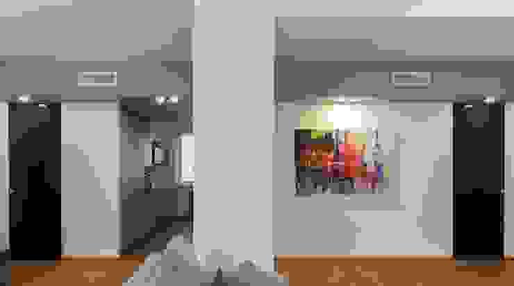 zona Tortona ristrutturami Ingresso, Corridoio & Scale in stile moderno Legno Grigio