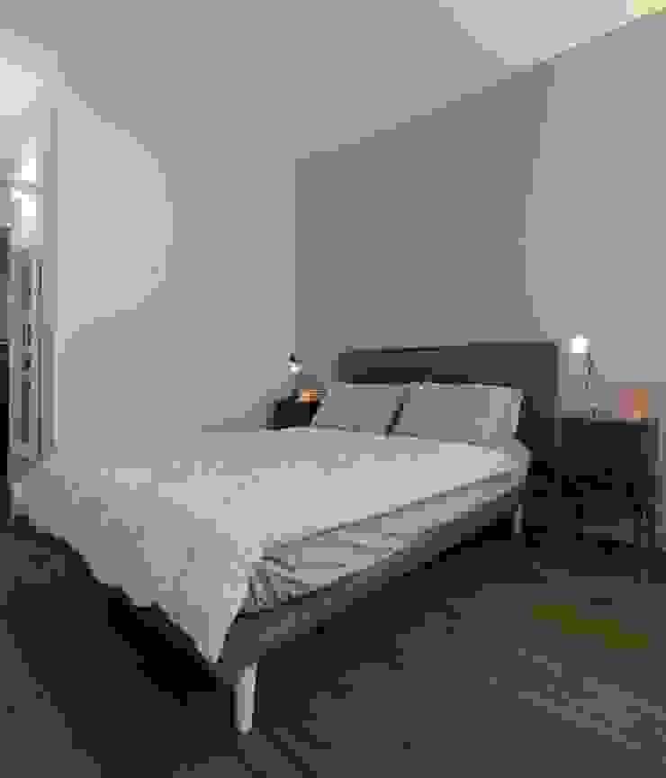 zona Tortona ristrutturami Camera da letto moderna Grigio