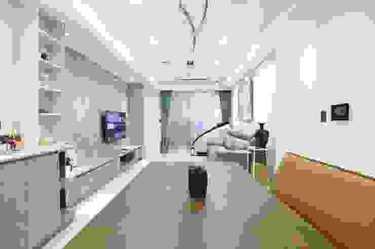 廚房與餐廳 Modern Kitchen by 張顥騰室內裝修設計有限公司 Modern