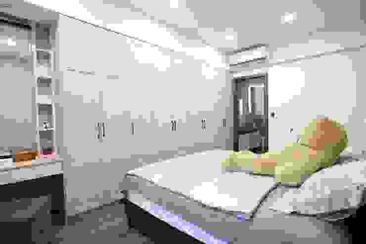 臥室 Modern Bedroom by 張顥騰室內裝修設計有限公司 Modern