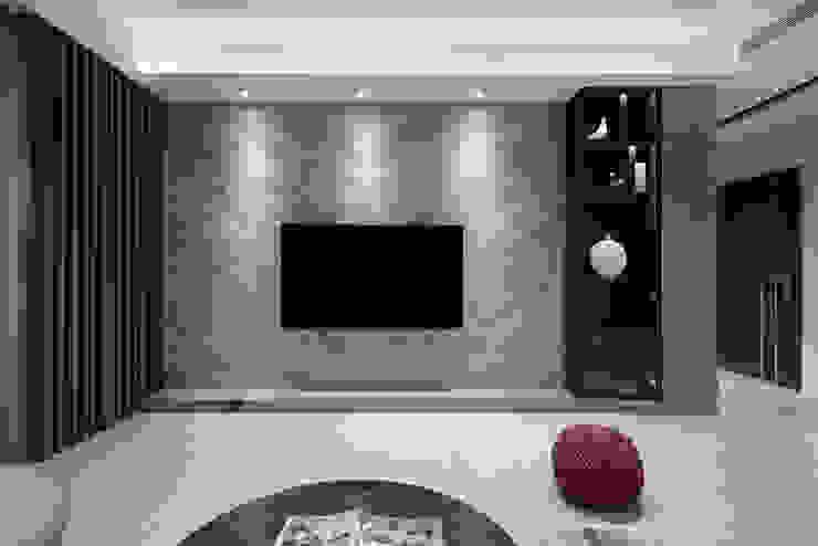 延伸 现代客厅設計點子、靈感 & 圖片 根據 極品家室內裝修設計工程有限公司 現代風