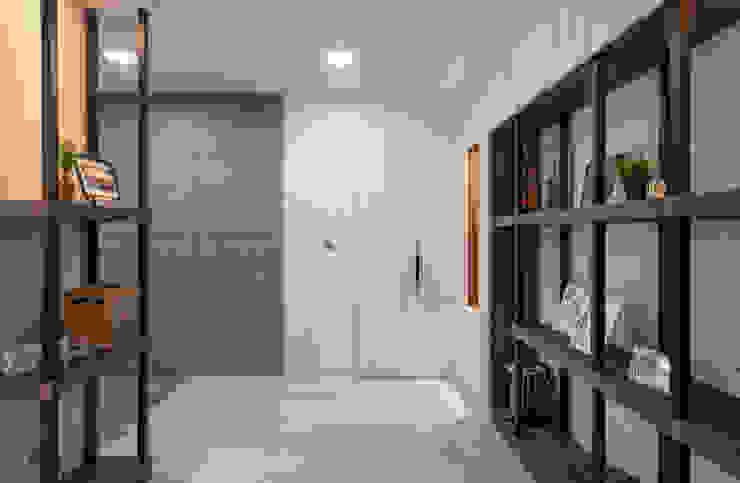 Centering Life @ Mutiara Gombak 2 DCS CREATIVES SDN. BHD. Modern corridor, hallway & stairs Marble White