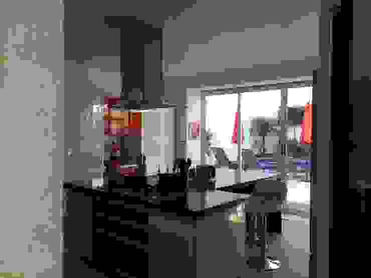 Cocina Cocinas modernas de CESAR MONCADA SALAZAR (L2M ARQUITECTOS S DE RL DE CV) Moderno