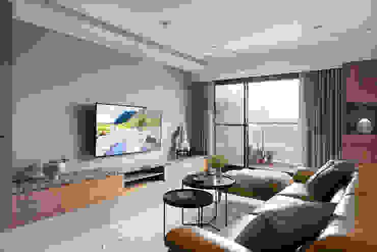 框景 现代客厅設計點子、靈感 & 圖片 根據 極品家室內裝修設計工程有限公司 現代風