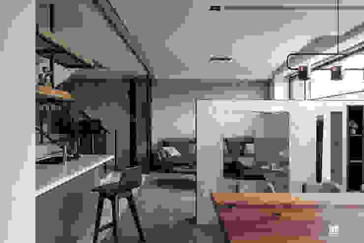 謐靜 工業風的玄關、走廊與階梯 根據 禾川系統傢俱 工業風