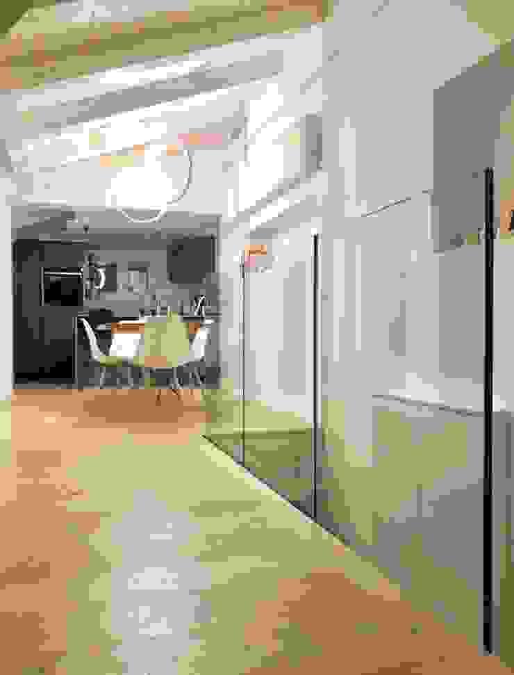 About a young home Soggiorno moderno di Laura Marini Architetto Moderno Legno Effetto legno