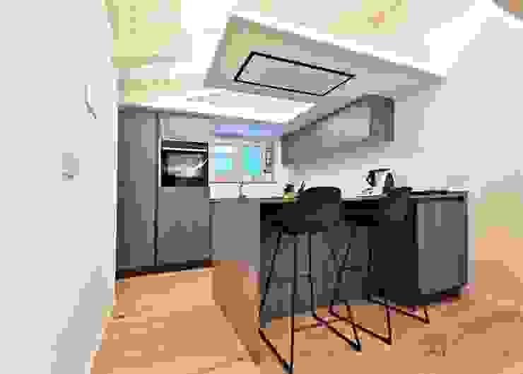 About a young home Cucina moderna di Laura Marini Architetto Moderno Legno Effetto legno
