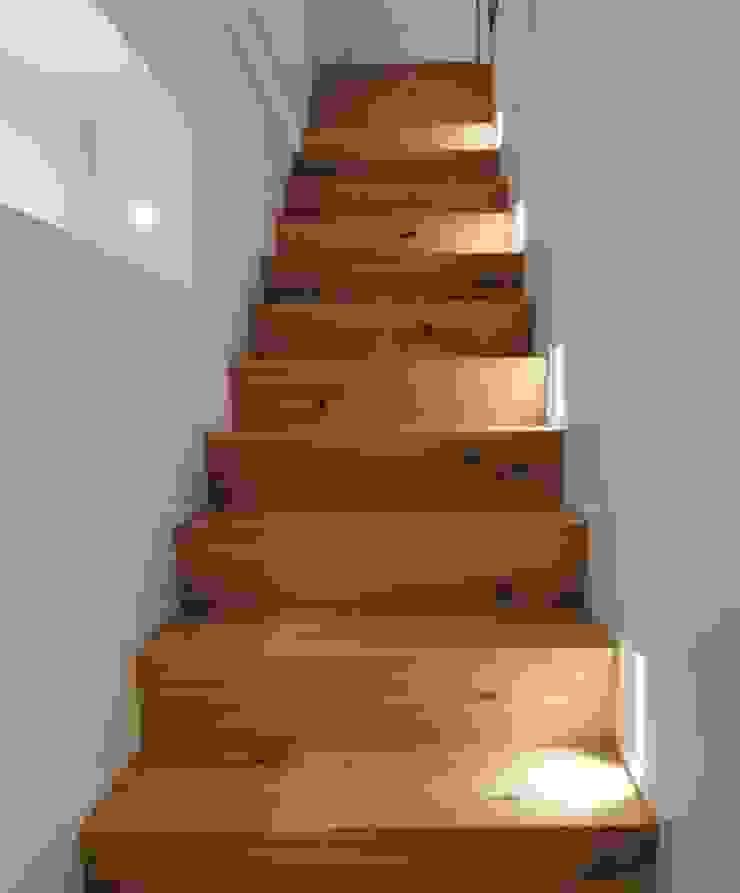 About a young home di Laura Marini Architetto Moderno Legno Effetto legno