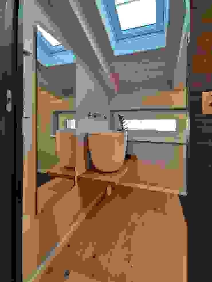 About a young home Bagno moderno di Laura Marini Architetto Moderno Legno Effetto legno
