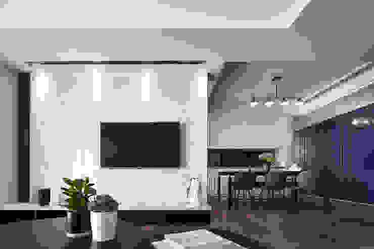民權 现代客厅設計點子、靈感 & 圖片 根據 城隅設計 現代風 大理石