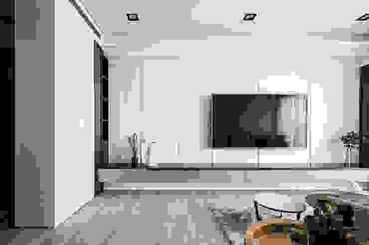 海華 现代客厅設計點子、靈感 & 圖片 根據 城隅設計 現代風